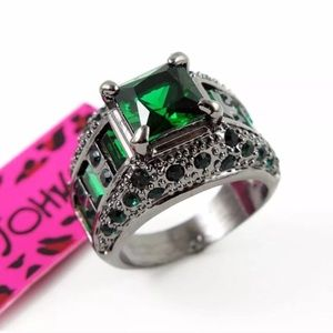 Betsey Johnson gorgeous green ring